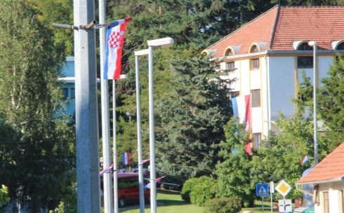 250 zastava kao čestitka u čast velebne pobjede hrvatskih branitelja